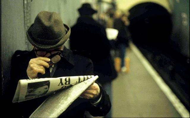 tube-reading_2628148k