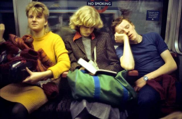 tube-reading_2628241k