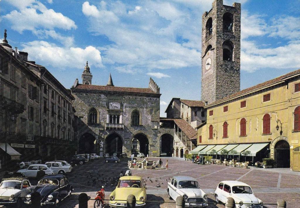 bergamo-old-square-piazza-vecchia_bergamo alta