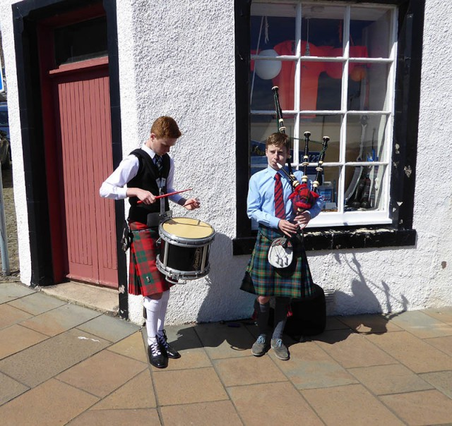 Pittenweem street music